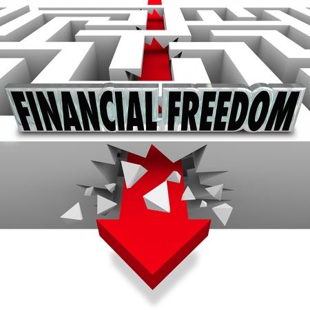 De woorden van financiële vrijheid dan een pijl breken door een doolhof te illustreren het oplossen van uw geld problemen, zoals rekeningen, schulden, faillissement en insolventie om uw vermogen te laten groeien Stockfoto