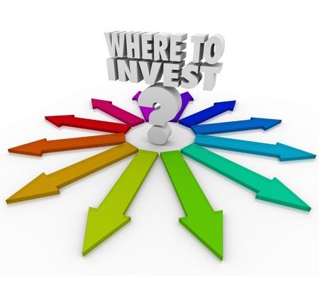 투자 및 자산 성장을 위해 다양한 투자 선택에 당신을 가리키는 많은 화살표와 더 많은 돈을 벌 수있는 질문