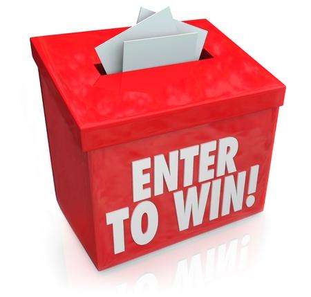Participez pour gagner des mots sur une boîte rouge avec une fente pour entrer vos billets ou votre formulaire d'inscription pour gagner à la loterie, tombola ou autre jeu de hasard Banque d'images