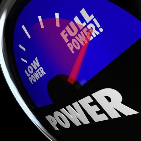 Een benzinemeter met naald wijst naar Full Power om te illustreren dat op maximale sterkte of kracht Stockfoto