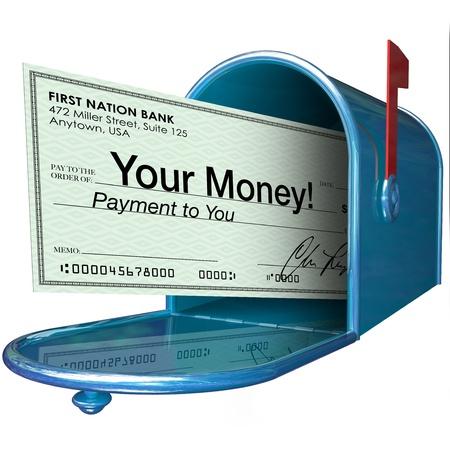 당신의 돈은 지불이 사서함에 단어와 함께 수표를 도착 스톡 콘텐츠