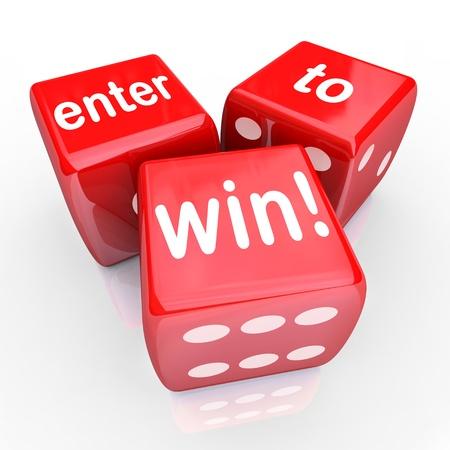 De woorden Enter om te winnen op drie rode dobbelstenen om te illustreren het spelen in een loterij, tekening of andere wedstrijd en gokken op een jackpot of een speciale prijs te winnen Stockfoto
