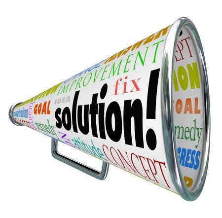 product box: La parola soluzione su una confezione del prodotto al megafono o megafono per diffondere una idea o innovazione per risolvere il problema o la sfida Archivio Fotografico