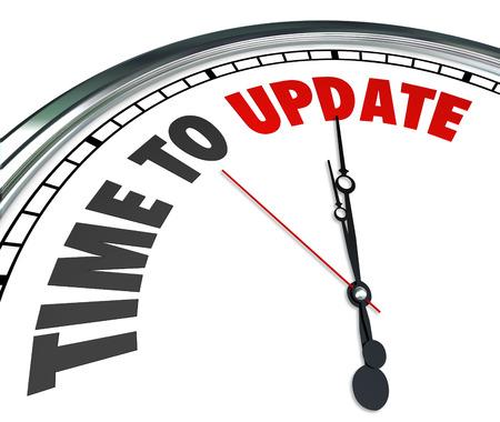 el tiempo: Las palabras de tiempo para actualizar en un reloj para ilustrar la necesidad de mejorar, renovar, renovar o revitalizar en una casa o edificio o en software, programas o aplicaciones que necesitan el último código