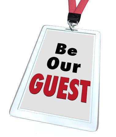 Sea Nuestras palabras huéspedes en una tarjeta de identificación con lanyard para ilustrar bienvenida hospitalidad para un visitante o recién llegado a un lugar de negocios, eventos, restaurante, destino o viaje