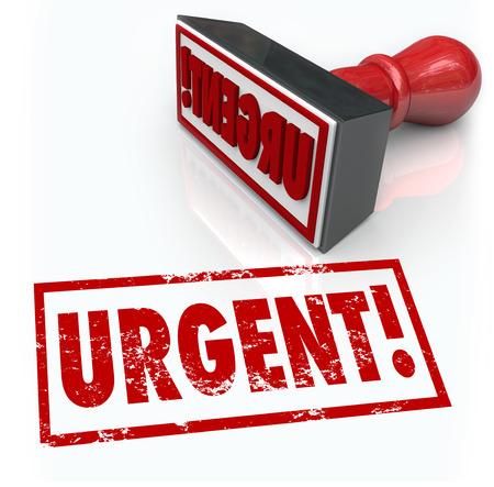 La palabra urgente en un sello de goma roja para ilustrar una situación de emergencia o acción requerida como una prioridad fundamental la parte superior o documento vital para firmar y devolver Foto de archivo - 22869475
