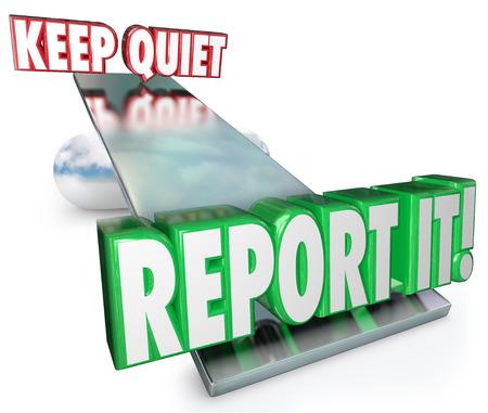 squeal: Keep It parole silenziose e report su un equilibrio o altalena per illustrare pesare le opzioni e decidere se contattare le autorit� in una violazione, reato o illecito