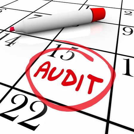 circled: Palabra de Auditor�a en un calendario c�rculo para ilustrar un recordatorio para recordar su cita para la revisi�n de su presupuesto, la contabilidad, la contabilidad o las pr�cticas financieras