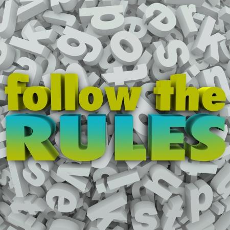 obligaciones: Siga las palabras Reglas sobre un fondo carta 3D para ilustrar la importancia de estar en cumplimiento con las pautas y normas legales