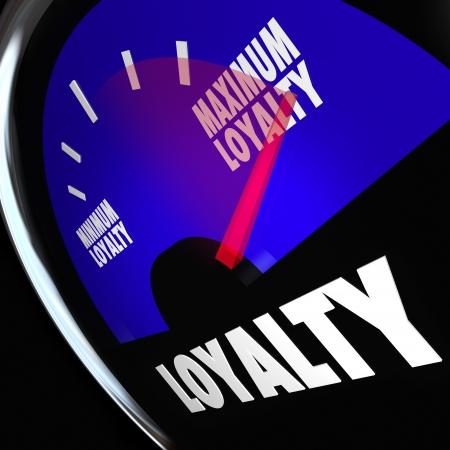 Mot de fidélisation sur une jauge de carburant pour mesurer la quantité ou le nombre de clients qui reviennent et en restant fidèle à votre produit, société ou entreprise Banque d'images - 24170291