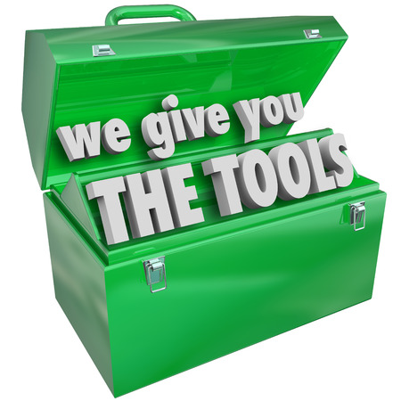 Le damos las herramientas de la caja de herramientas de metal verde palabras para ilustrar las habilidades y la formación de una empresa, negocio o escuela puede proporcionar para hacer más comercial para un trabajo, proyecto o carrera Foto de archivo - 24385050
