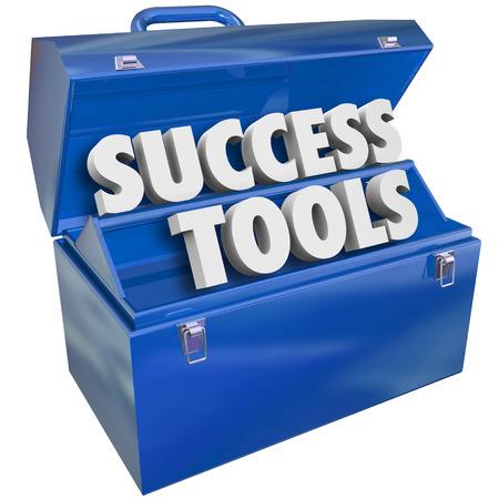 work tools: Herramientas Exitosas palabras en una caja de herramientas de metal azul para ilustrar el aprendizaje de nuevas habilidades para alcanzar sus metas en el trabajo, la carrera o la vida Foto de archivo