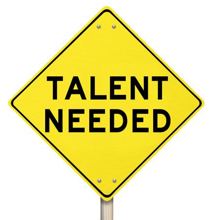 Talent Needed segnale stradale giallo per illustrare la necessità di trovare persone qualificate o lavoratori di talento per un lavoro o un'attività Archivio Fotografico
