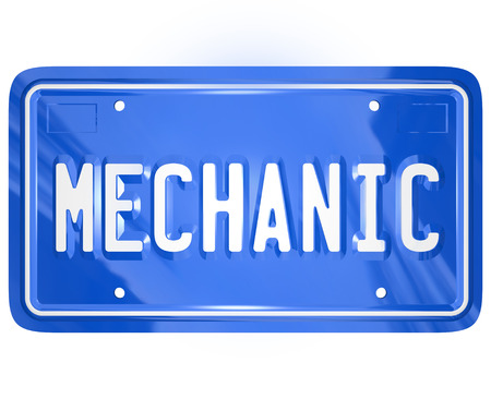 plaque immatriculation: Mot m�canicien sur une plaque d'immatriculation bleue m�tallique de vanit� pour une voiture ou automobile pour illustrer un atelier de r�paration ou garage pour la fixation d'un v�hicule Banque d'images