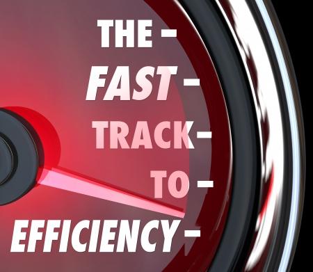 productividad: La Vía Rápida a las palabras de eficiencia en un velocímetro rojo para ilustrar los esfuerzos eficaces para mejorar o aumentar la eficiencia en una empresa, organización o empresa