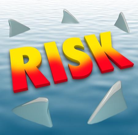protecting your business: Palabra de riesgo en letras 3d en la superficie del agua rodeado de aletas de tibur�n para ilustrar el peligro y la responsabilidad o p�rdida potencial, ahogamiento o morir