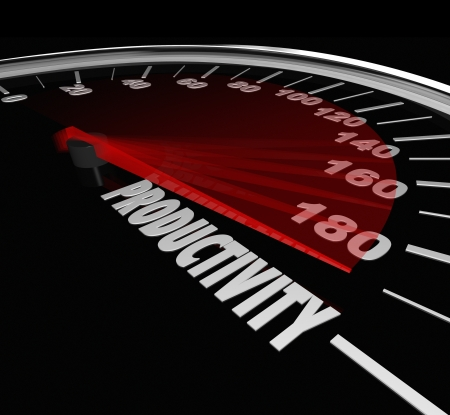 productividad: Palabra Productividad en el velocímetro o medición de calibre para ilustrar un alto nivel de producción y fabricación de eficiencia y eficacia