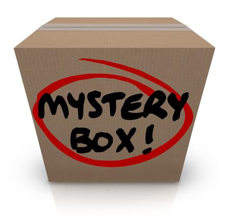 sconosciuto: Parole Mystery Box su un pacchetto di cartone o spedizione con contenuti misteriosi e cose sconosciute all'interno