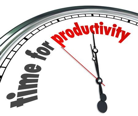 productividad: Tiempo para las palabras de productividad en una esfera de reloj para ilustrar la eficiencia y trabajar juntos para lograr resultados rápidos inmediatos o resultado en una cuenta atrás o plazo Foto de archivo