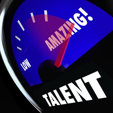 Talent parola su un manometro di misura per valutare il vostro livello di abilità e capacità, con ago racing da basso a buono di stupefacente Archivio Fotografico