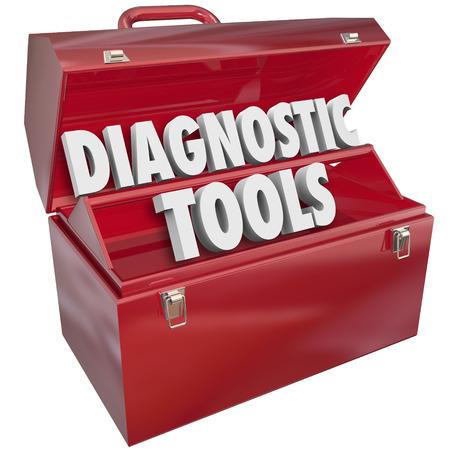 determining: Herramientas de diagn�stico palabras en la caja de herramientas de metal para ilustrar el uso de habilidades y recursos para solucionar un problema o reparar un problema Foto de archivo