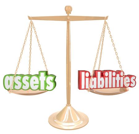 obligaciones: Activos y Pasivos palabras en una escala de oro para ilustrar la comparaci�n y el equilibrio de sus inversiones y el valor monetario de los costos y las deudas para determinar el valor neto