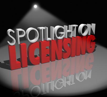 Spotlight op Licensing woorden om advies te illustreren Stockfoto