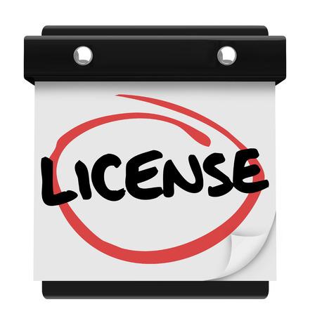 Licentie woord als een herinnering op een kalender vervaldag aan een behoefte te illustreren om officiële toestemming of goedkeuring te krijgen, zoals een bestuurder toelaten Stockfoto