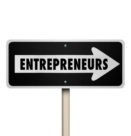 profiting: Gli imprenditori parola su una strada a senso unico o segno di strada si punta a nuove propriet� delle imprese, il lavoro autonomo e di essere il vostro capo Archivio Fotografico