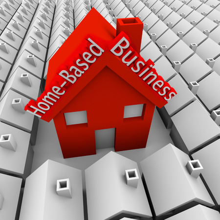 haushaltshilfe: Home Based Business Worte auf einem großen roten Haus, das sich in einer Nachbarschaft von kleinen Häusern, ein Selbstständiger oder Unternehmer veranschaulichen die Gründung eines neuen Unternehmens