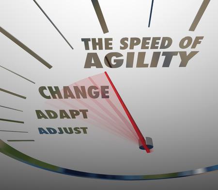 De snelheid van Agility woorden op een snelheidsmeter met naald race verleden aanpassen, aanpassen en wijzigen om de snelheid en snelle tempo van het bijhouden van de noodzaak om te innoveren om te overleven te laten zien en te bloeien