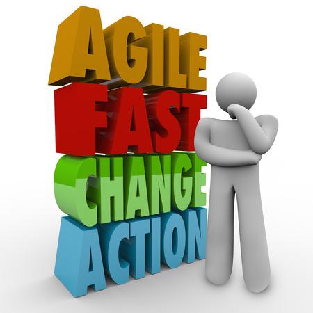 Agile Fast Change Actie woorden en een denkend persoon af hoe aan te passen aan een probleem vooruit te overwinnen, uitdagen of heksentoer Stockfoto