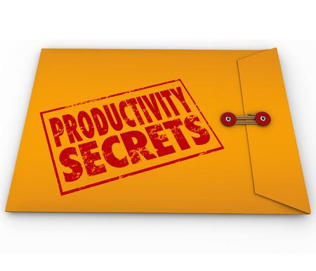 アドバイス、ガイダンス、ヘルプまたは努力、エネルギーやワークフローの出力を高めることにヒントを与える黄色い封筒に刻印生産性の秘密の言 写真素材