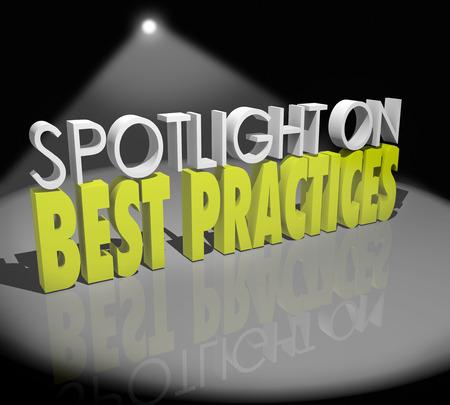 estudiar: Spotlight on Best Practices palabras 3d para ilustrar la búsqueda de grandes ideas que han demostrado su eficacia y la ejecución o aplicación de ellos a través de otras partes de su negocio o empresa Foto de archivo