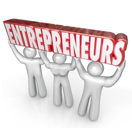 empleadas: Empresarios palabra levantado por tres hombres de negocios para ilustrar una nueva startup empresa por los trabajadores por cuenta propia