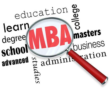 administracion de empresas: Letras MBA bajo una lupa para ilustrar el grado de maestría en administración de empresas en un colegio o universidad Foto de archivo