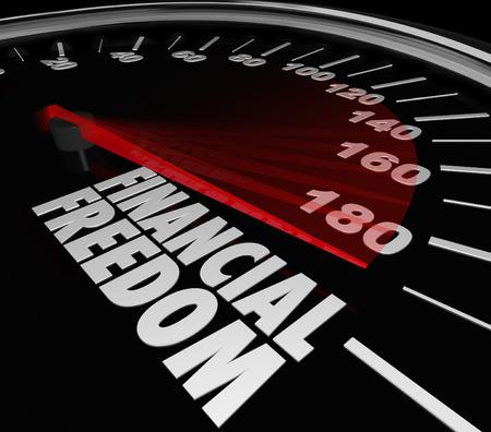 Mots de la liberté financière sur un compteur de vitesse pour illustrer économiser de l'argent et gagner un revenu pour établir votre sécurité