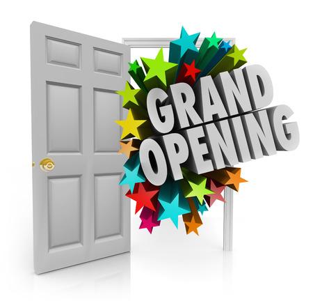 Grand Opening woorden en vuurwerk of sterren die uit een open deur om klanten uit te nodigen om uw nieuwe winkel of zakelijke verkoop of evenement te komen