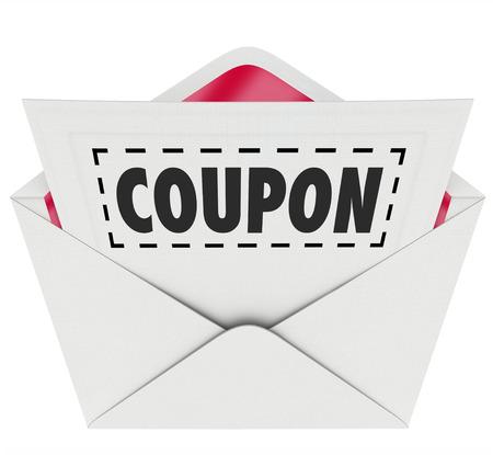 Coupon woord met gestippelde lijn rond het in een envelop voor u om uit te knippen en op te slaan op een verkoop of korting klaring geval van een winkel Stockfoto
