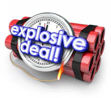 buen trato: Ofertas explosivas palabras en una bomba de tiempo con el reloj y la dinamita para ilustrar la urgencia de ir de compras en una venta especial o descuento evento liquidación en una tienda o taller