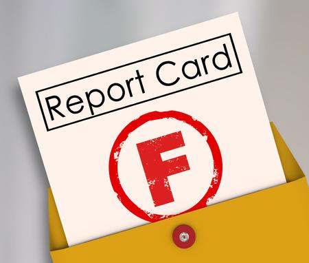 Letter F cijfer op een rapport kaart waarderen een vreselijke, slecht, slechte preformance op school, een klas, baan of andere scoorde activiteit Stockfoto