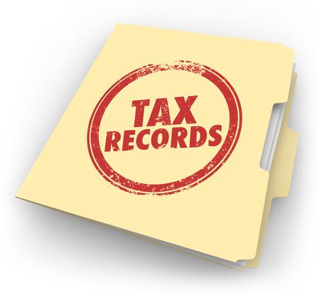 registros contables: Palabras Registros de Impuestos estampadas en una carpeta de manila para mantener sus documentos en un archivo para ser extraídas de su archivo histórico en el caso de una auditoría Foto de archivo