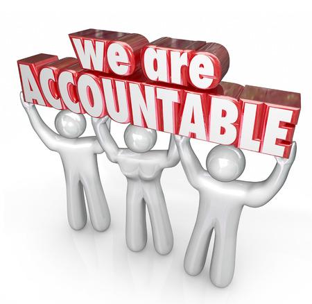 Wir sind verantwortlich 3D Worte von einem Team von Menschen oder Arbeitnehmer angehoben, die Verantwortung für ein Geschäft oder Unternehmen nehmen große Arbeit