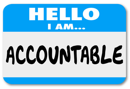 Ciao io sono parole Accountable su un sticker nome mostra si accetta responsabilità o colpa per un problema Archivio Fotografico