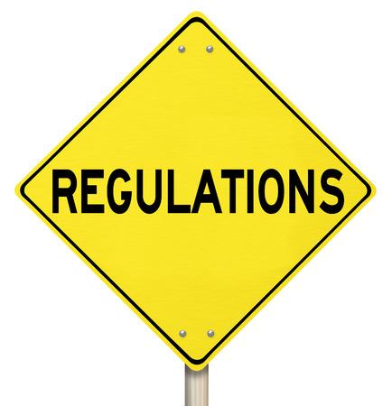 autoridad: Reglamento de palabras en una advertencia o peligro cartel amarillo que ilustra los peligros de no respetar las normas, leyes y directrices Foto de archivo