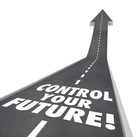 Kontrollieren Sie Ihre Zukunft Wörter auf der Straße steigt bis zu einem hellen morgen mit Ehrgeiz, Selbstbewusstsein und Unabhängigkeit Standard-Bild