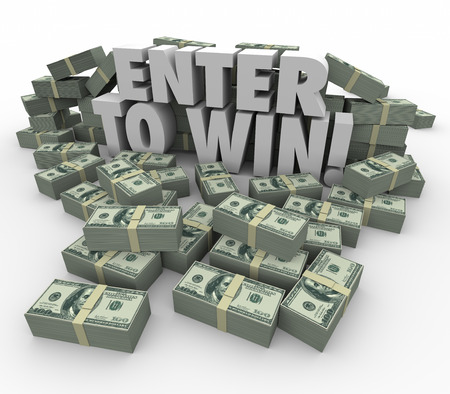 Enter to Win woorden in 3d letters, omringd door geld, geld of munt stapels of palen in een wedstrijd, tombola of loterij Stockfoto