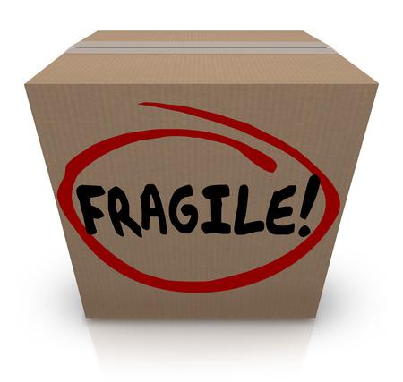 Fragile mot écrit sur un carton plein de points délicats ou fragiles de se déplacer ou d'un navire dans l'e-mail Banque d'images - 31605907