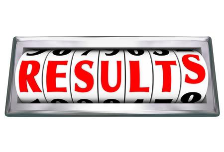 Resultados palabra en un odómetro o medidor de medir los resultados y el éxito de sus esfuerzos de trabajo para cumplir con una meta u objetivo