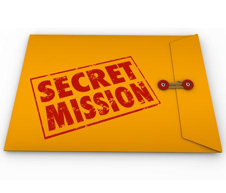 mision: Palabras de Misi�n Secreta en tinta roja estampada en un sobre amarillo para ilustrar una misi�n u objetivo, trabajo o tarea que le ha asignado para espiar o espionaje